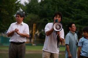 秋田実さん(右)