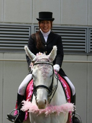 川崎競馬の誘導馬 4月開催 桜Ver シロくん 1.jpg
