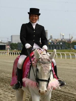 川崎競馬の誘導馬 4月開催 桜Ver シロくん 3.jpg