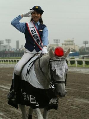 川崎競馬の誘導馬騎乗者が1日警察署長に 5